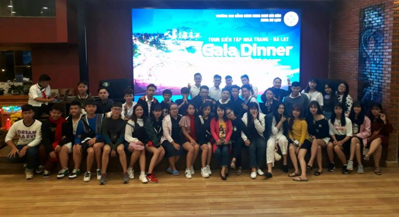 Hoạt động thực tập hướng dẫn tour Nha Trang - Đà Lạt của lớp HDDLK9-CS và HDDLK10-CS tổ chức đêm Gala
